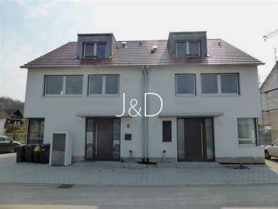 bezugsfreie Doppelhaushälfte im Kaiserstuhl - Hauseingang beide DHH