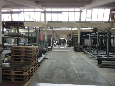 3 Hallen für Produktion, Lagerung und Montage mit Bürogebäude - Sheddachhalle
